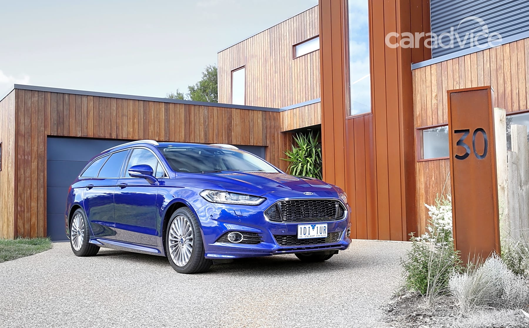 2015 ford mondeo wagon review