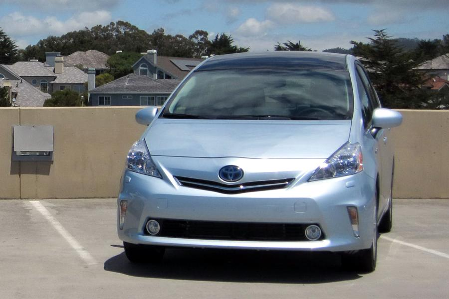 2012 prius review consumer reports