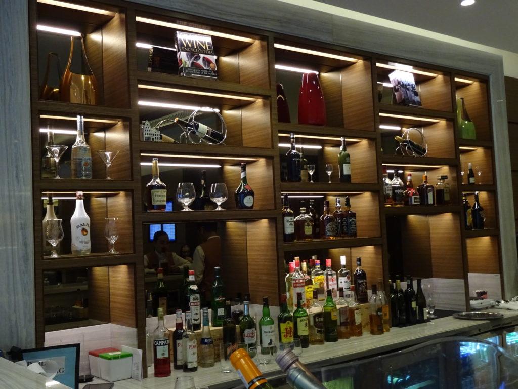ahlan lounge dubai airport review
