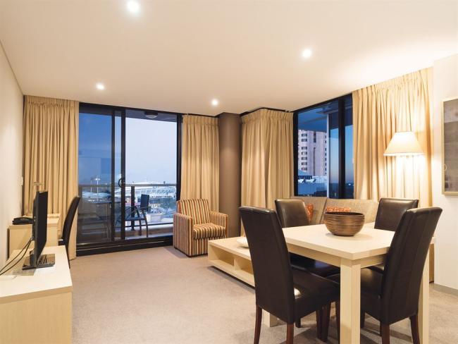 oaks horizons hotel adelaide reviews
