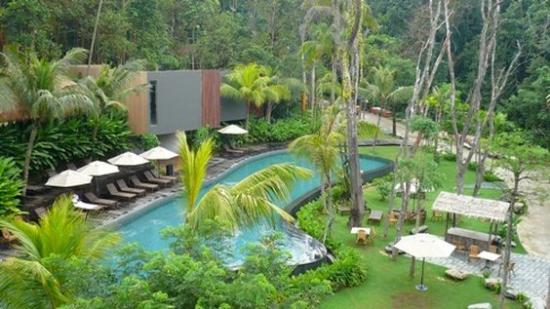 siloso beach resort sentosa review